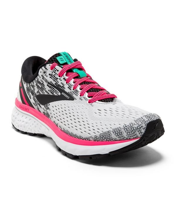 brooks sneakers for women